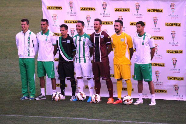 El Córdoba presenta las equipaciones para la temporada 14/15