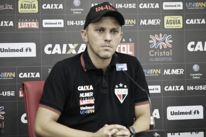 Treinador do Atlético-GO, João Paulo Sanches destaca luta pela permanência na elite