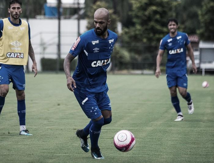 """Bruno Silva é apresentado e se diz motivado em defender o Cruzeiro: """"Realização de um sonho"""""""