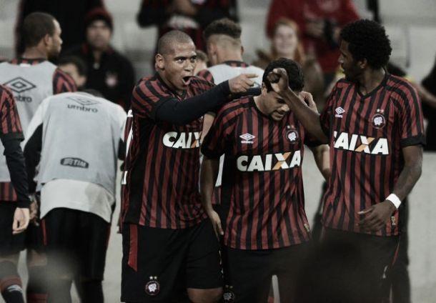 Estreando no Brasileirão, Atlético-PR vence o Internacional com goleada
