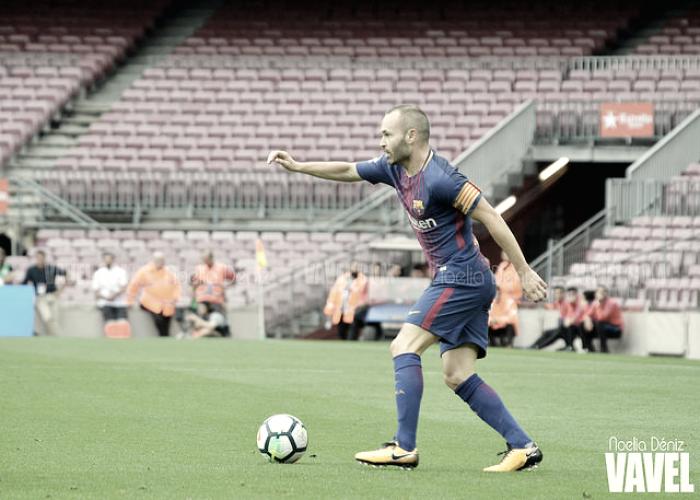 Iniesta renueva con el Barça de por vida