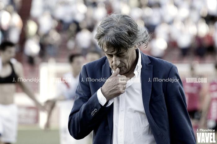 """Enrique Martín: """"""""Vamos a seguir jugando con el 3-5-2"""""""