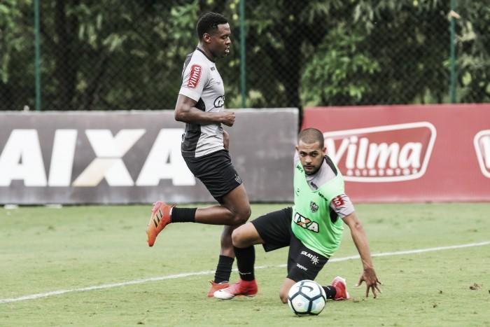 Clayton sofre grave lesão no joelho e pode desfalcar Atlético-MG por até oito meses