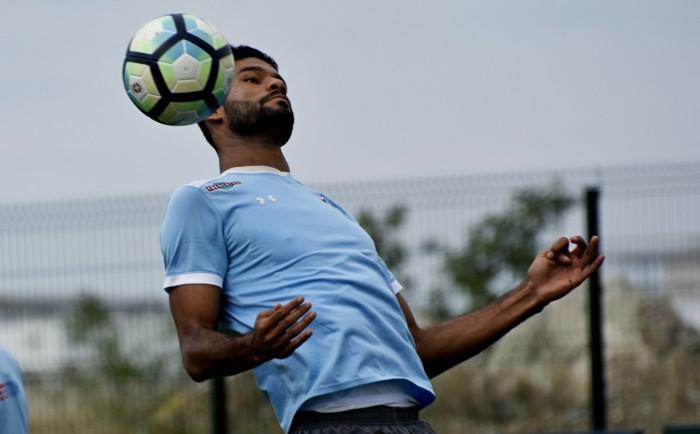 Para se afastar da ZR, Coritiba encara Fluminense no Maracanã