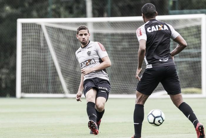 Após choque de cabeça com Adilson, zagueiro Gabriel é vetado para duelo contra o Bahia