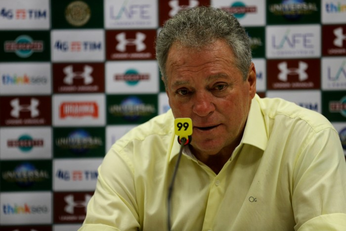 "Abel Braga lamenta gols sofridos de bolas aéreas contra Coritiba: ""Problema sério"""