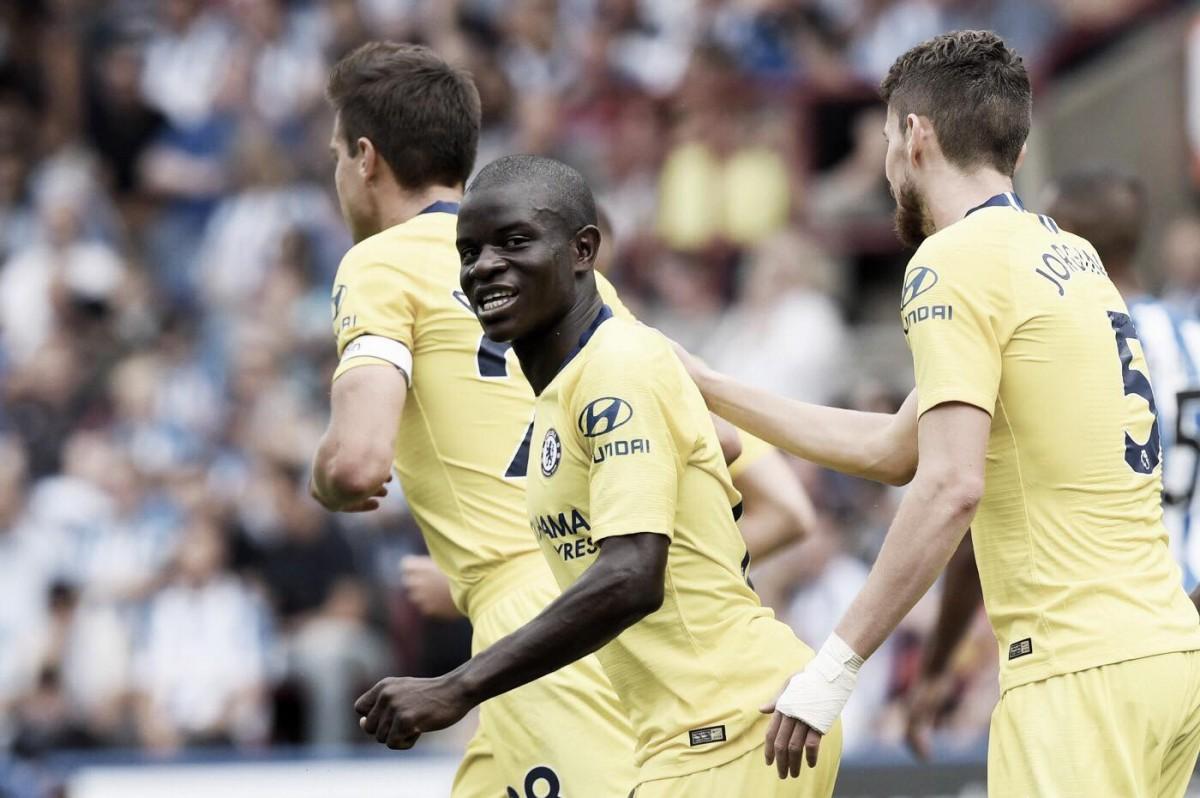 Com gol de campeão mundial, Chelsea vence Huddersfield no Campeonato Inglês