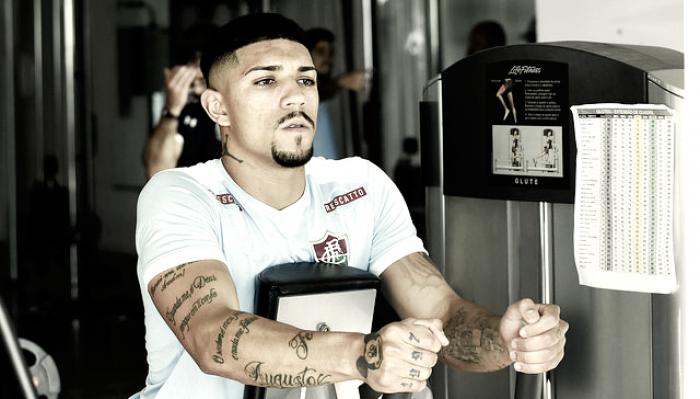 Douglas volta a sentir dores articulares e desfalca Fluminense