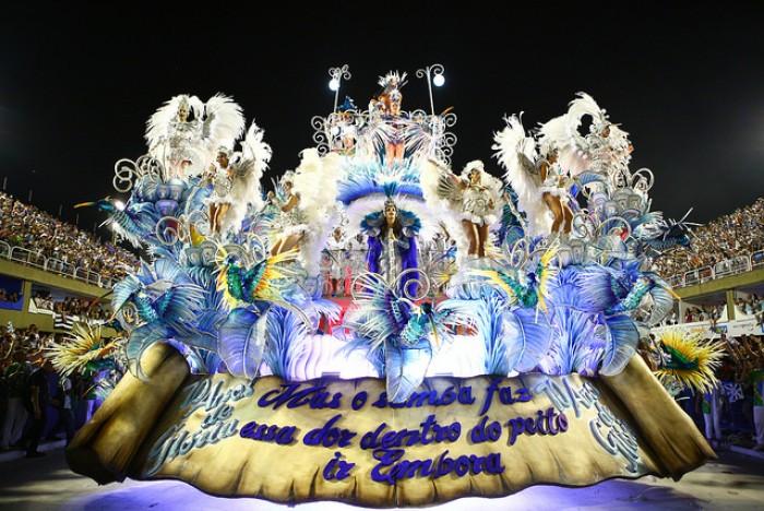 Pabllo Vittar comenta sobre escola de samba carioca e