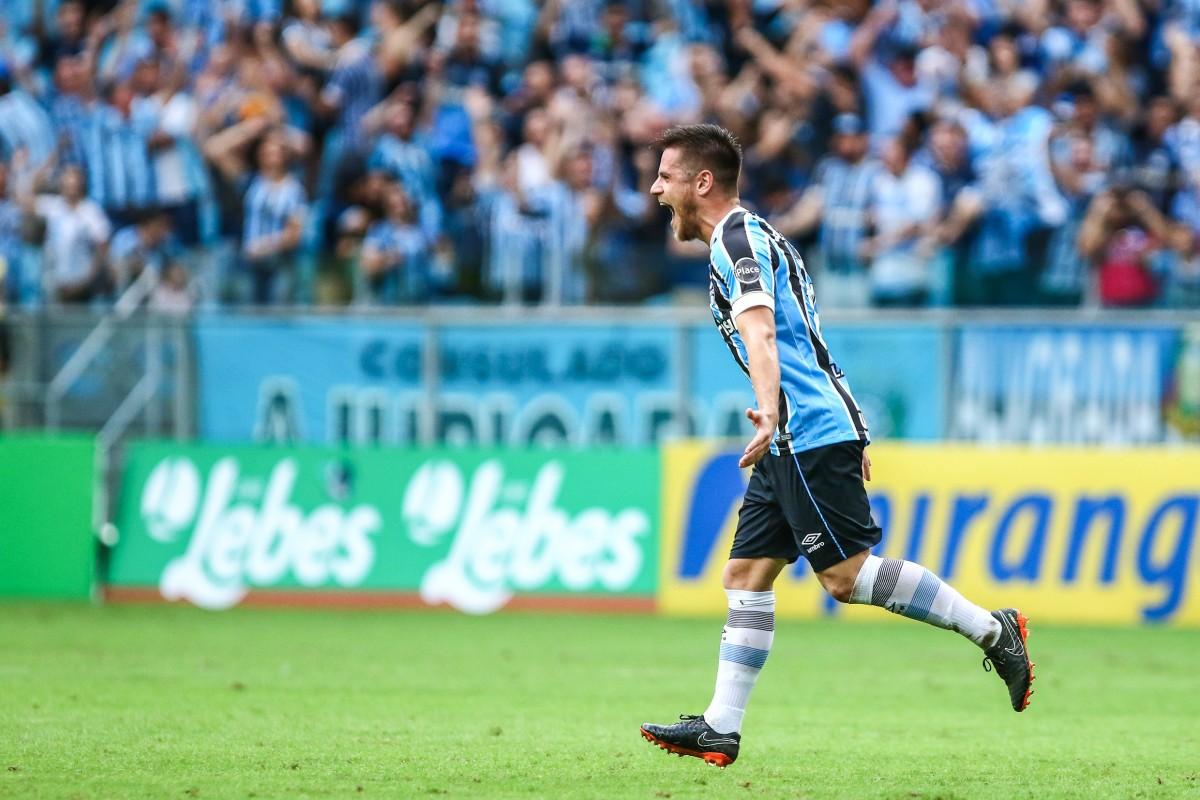 """Volante Ramiro comemora excelente fase no Grêmio: """"Ficaria o resto da vida com maior prazer"""""""