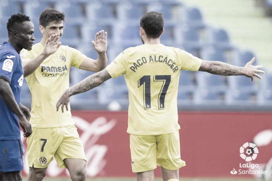 Paco Alcácer y Gerard Moreno celebrando; Djené lamentando / Fuente: LaLiga