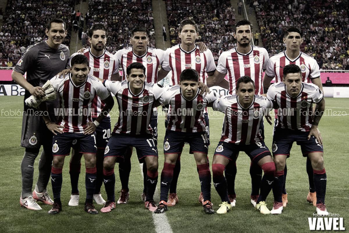 Chivas derrota a Lobos BUAP y da señales de vida