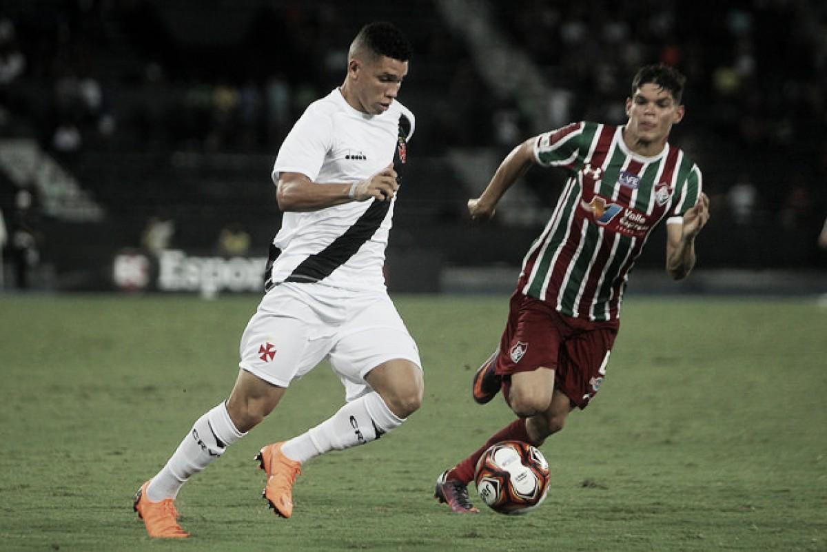 Sacado do clássico por Zé Ricardo, atacante Paulinho avalia formação com três zagueiros