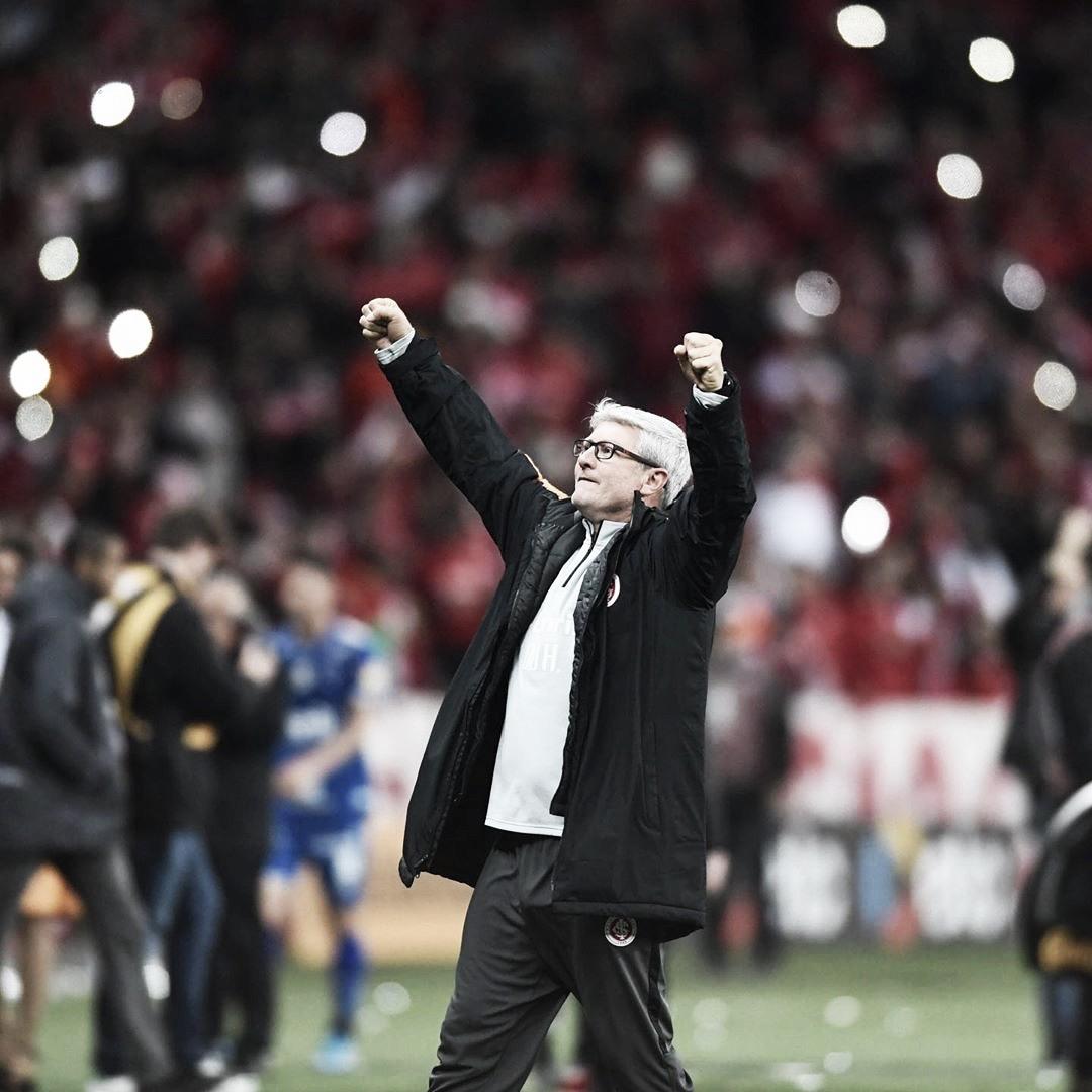 """Odair Hellmann elogia adaptação tática do Inter após vitória sobre São Paulo: """"Fomos merecedores"""""""