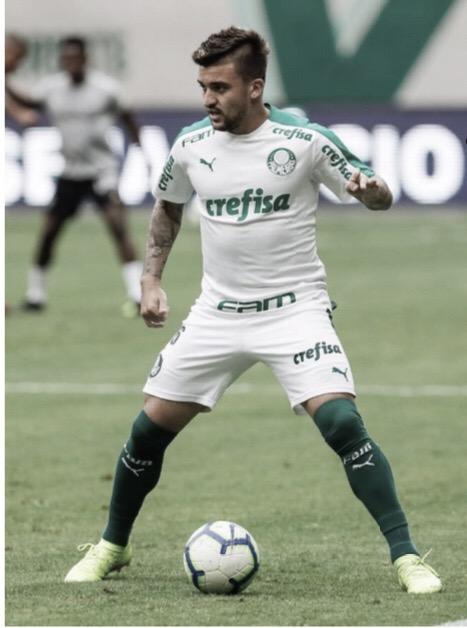 Victor Luis reencontra o Botafogo após vitória no primeiro turno