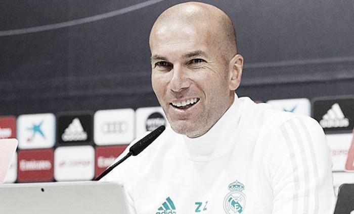 """Zidane: """"No pienso que cuando hay cosas mal hay que echar la mierda a uno u otro"""""""
