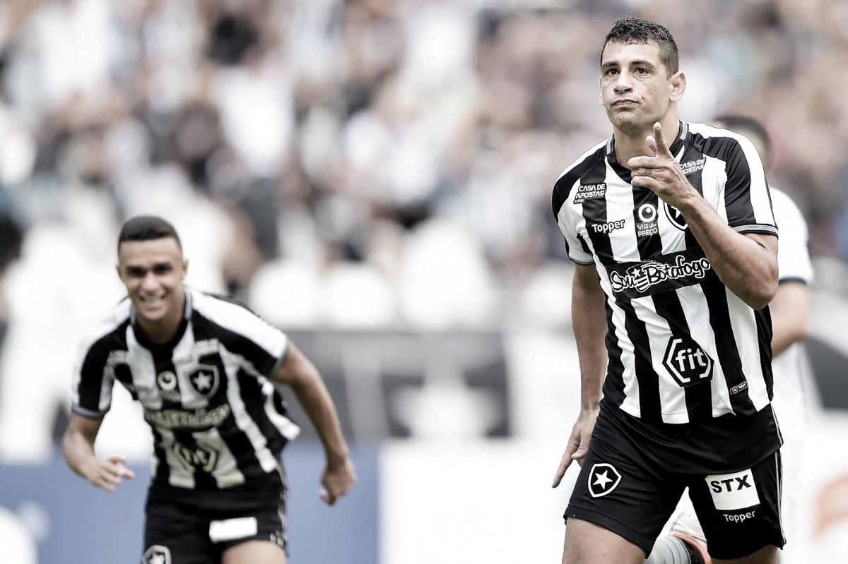 """Após vitória, Diego Souza elogia atuação do Botafogo: """"Temos entrado com gosto de jogar"""""""