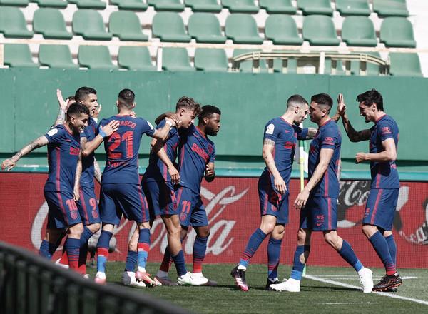 Elche 0-1 Atlético: el líder se salva de un gran 'VARapalo'