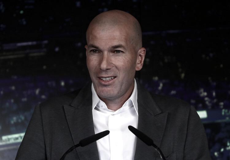"""Zidane diz estar em casa no Real Madrid e quer """"colocar o clube onde precisa estar"""""""