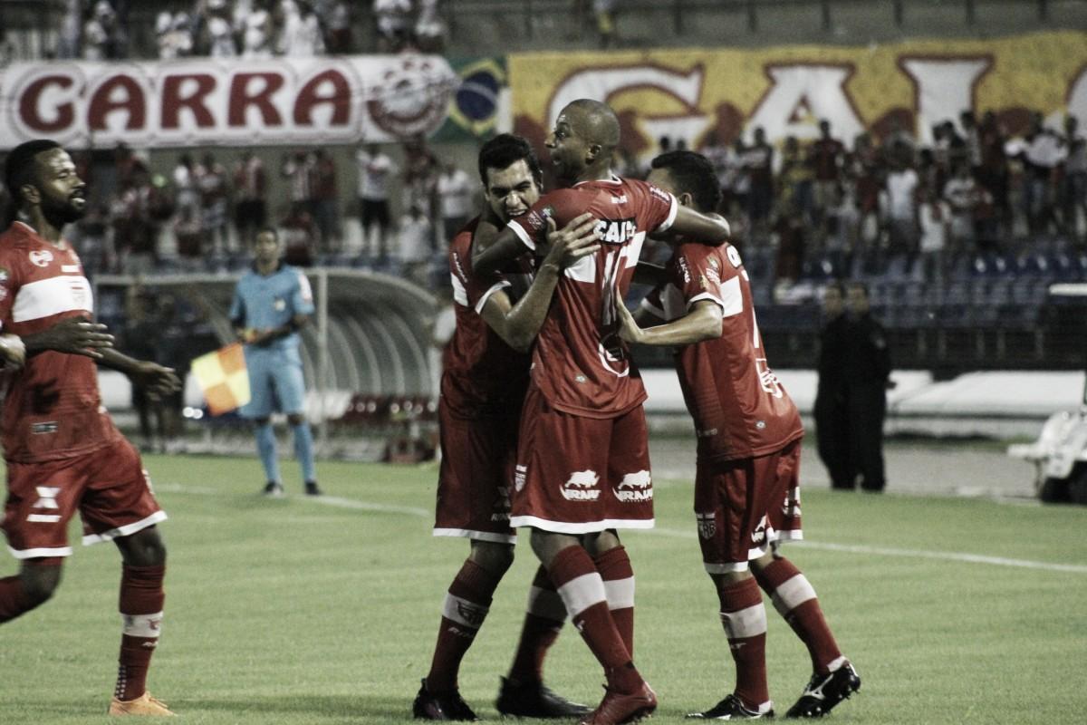 Triplete de Willians Santana sobre Atlético-GO garante primeira vitória do CRB na Série B