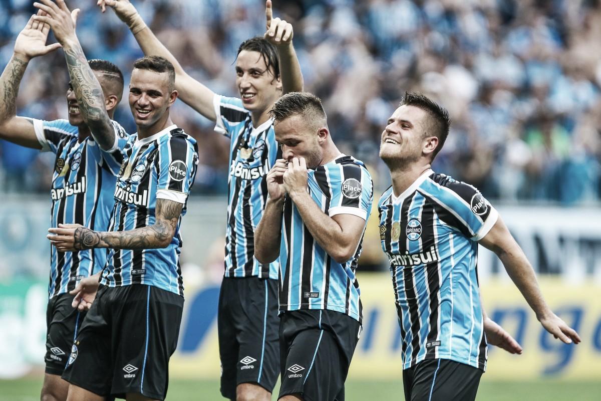 Grêmio faz três no Internacional e larga em vantagem nas quartas de final do Gauchão
