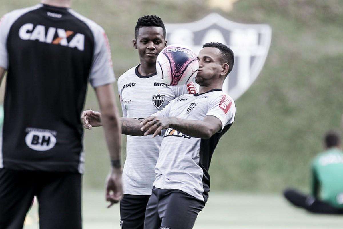Atlético-MG renova vínculo dos meias Juan Cazares e Rómulo Otero com o clube