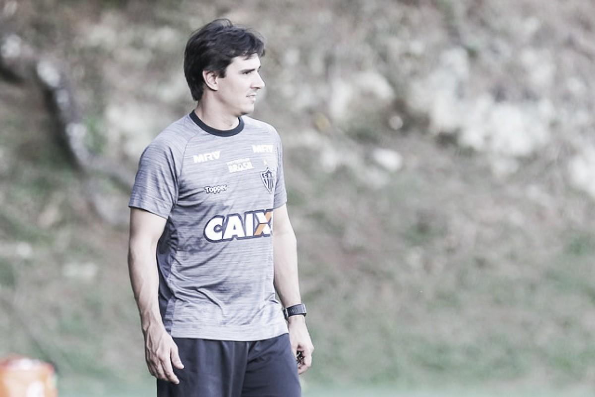 Sem Otero, Thiago Larghi pensa em substituto para próximo compromisso do Atlético-MG