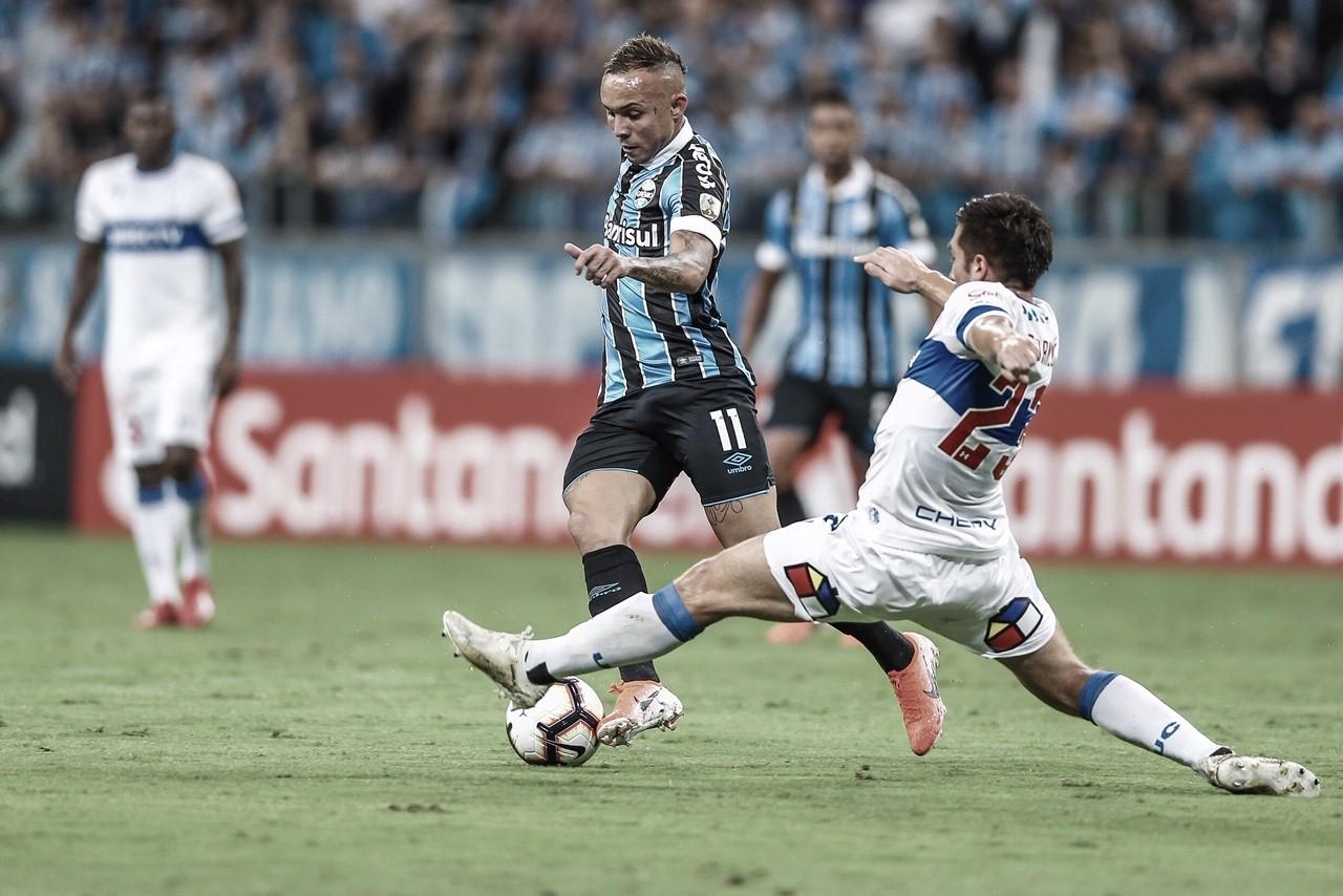 Grêmio vence Universidad Católica e se classifica para oitavas da Libertadores