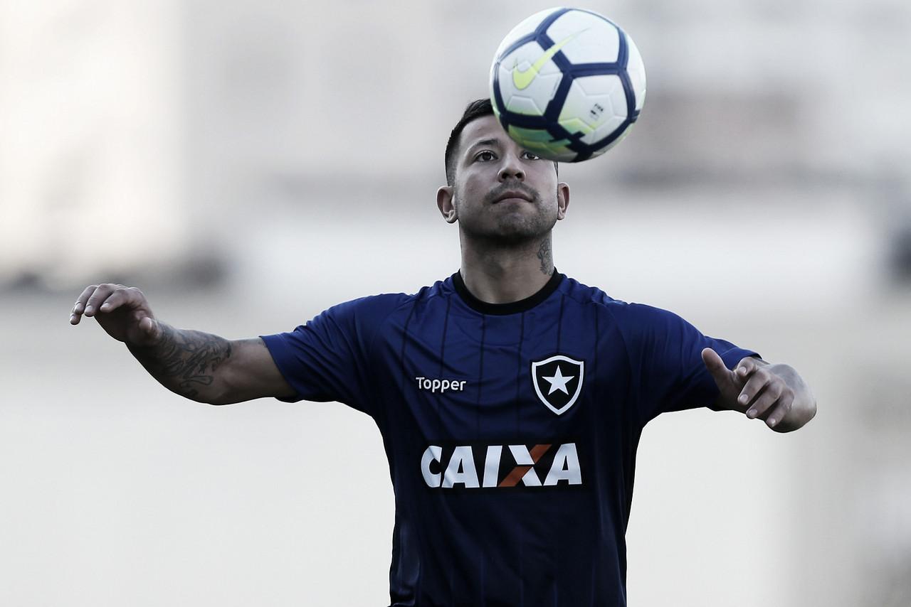 Botafogo recebe sondagem e pode negociar Léo Valencia com a Universidad de Chile