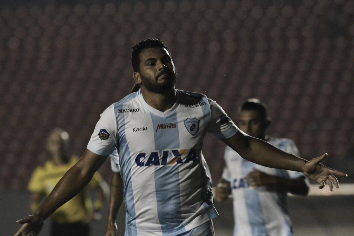 Diretorias acertam bases salariais, e atacante Carlos Henrique fica próximo do Sport