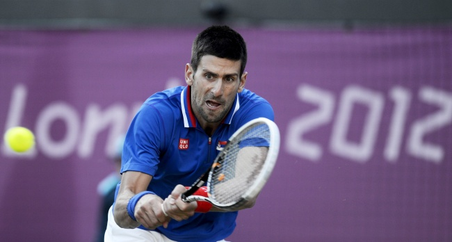 Djokovic sufre bajo el cielo gris de Londres