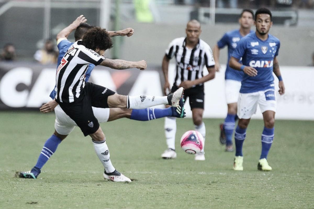 Luan elogia postura do Atlético contra Cruzeiro e explica confusão com meia Robinho