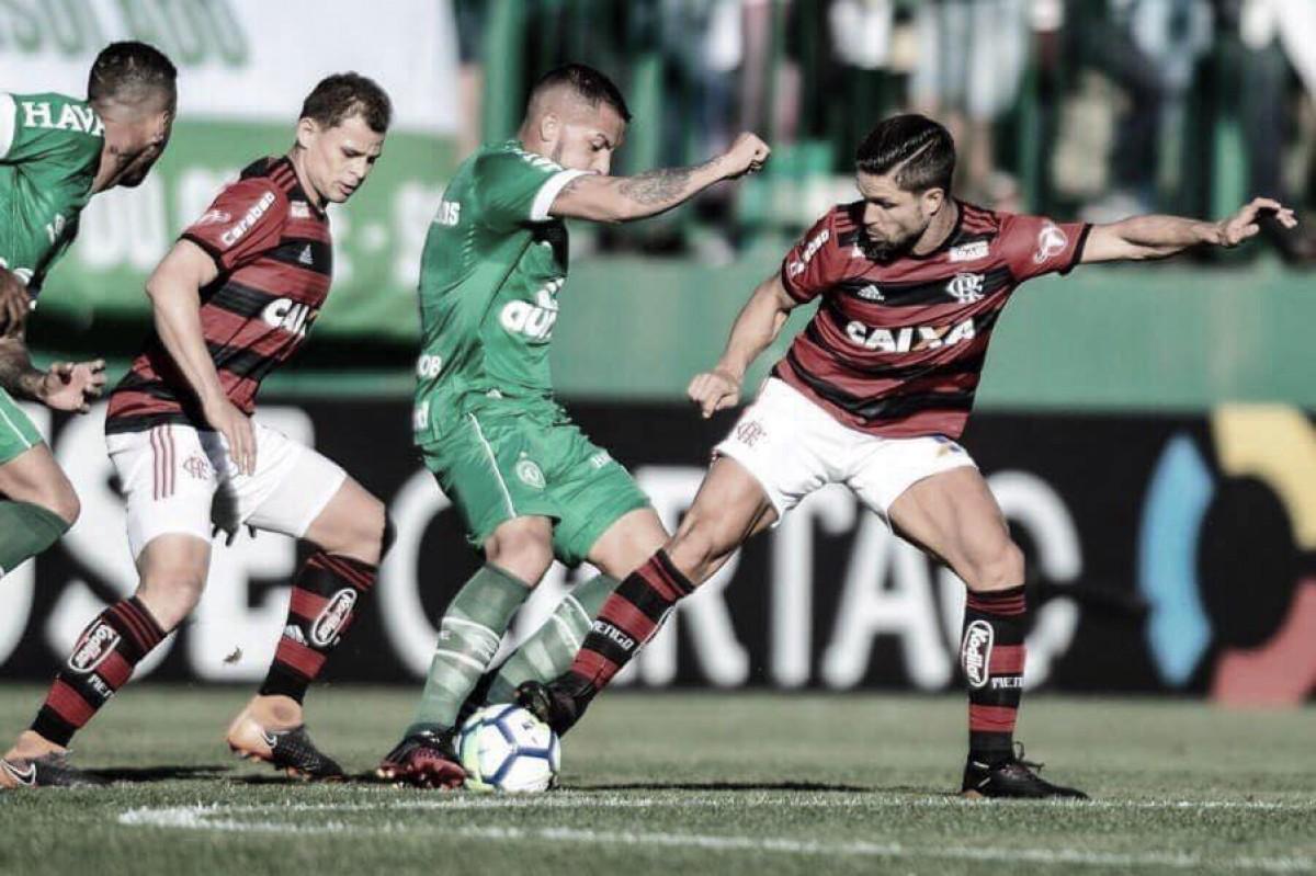 Flamengo e Chapecoense duelam por recuperação no Brasileiro