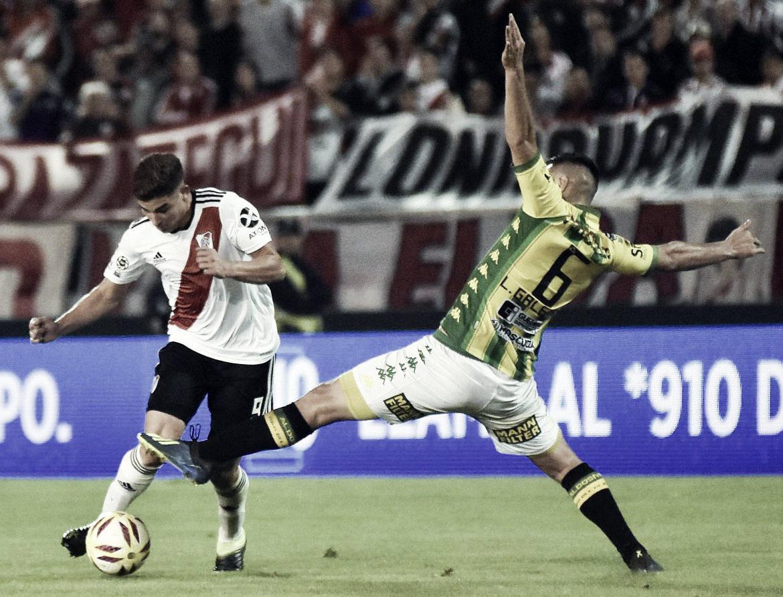 Julián Álvarez lleva la pelota y Leonel Galeano lo marca. El último enfrentamiento en Mar del Plata (Foto: La Unión).