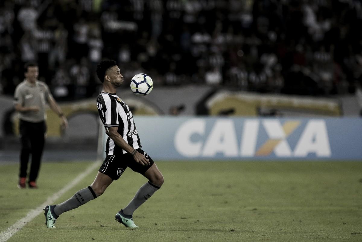 """Com boa atuação, Luís Ricardo deixa críticas de lado:""""Quero que o Botafogo cresça"""""""