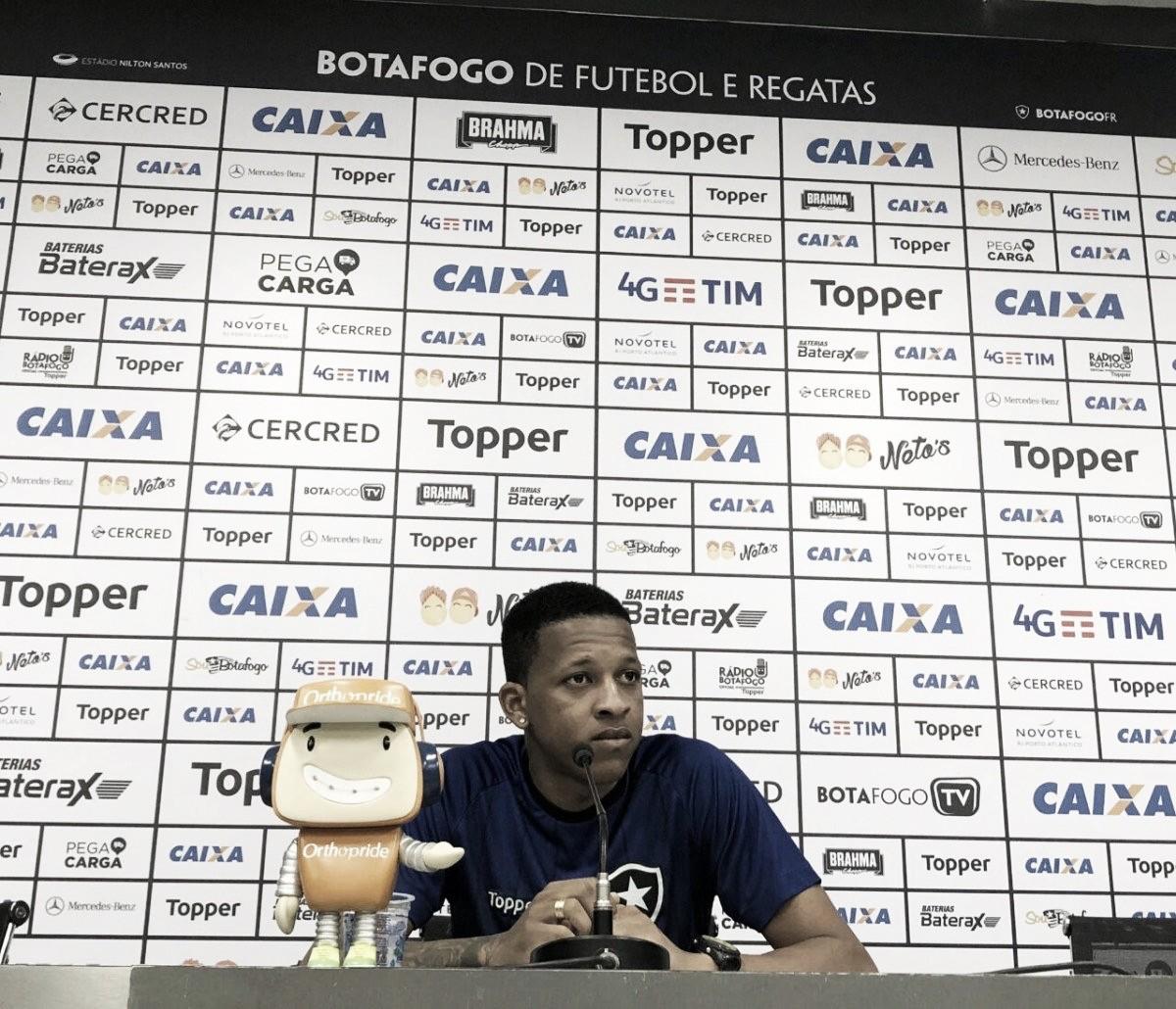Botafogo renova contrato com meia Gustavo Bochecha até 2021