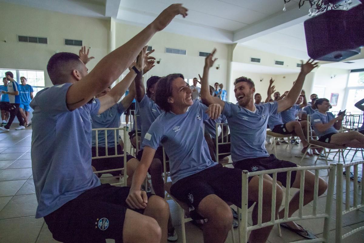 É Seleção! Zagueiro Pedro Geromel recebe convocação para Copa do Mundo