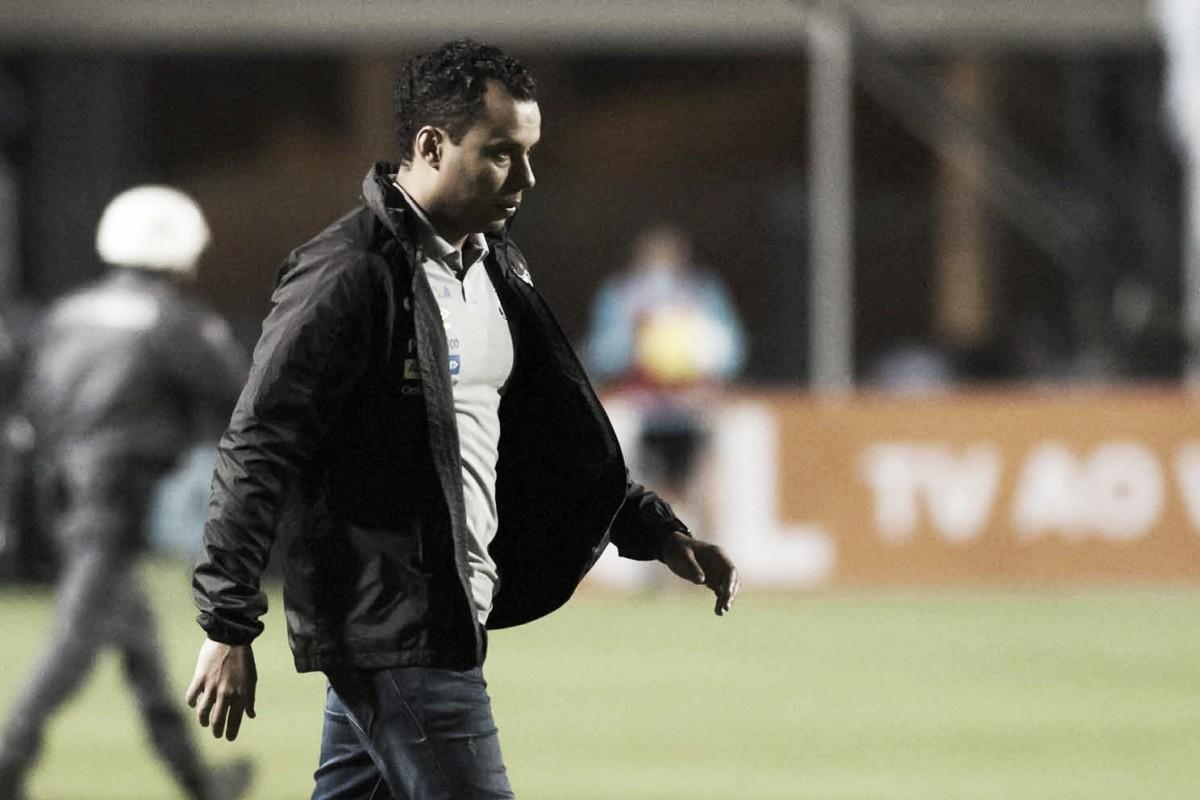 Mais pressionado após novo revés, Jair Ventura descarta pedir demissão do Santos