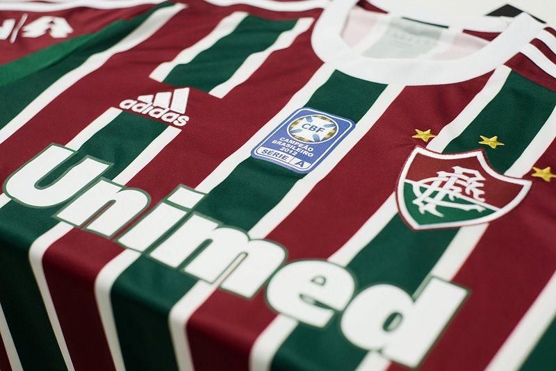 Fluminense recebe patch de campeão brasileiro bordado em seu uniforme