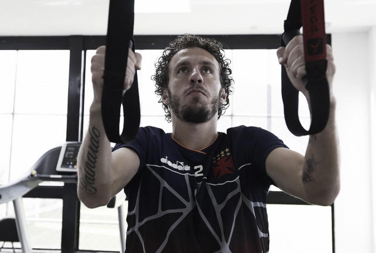 """Recuperado de lesão, Rafael Galhardo projeta jogo do Vasco contra São Paulo: """"Manter o foco"""""""