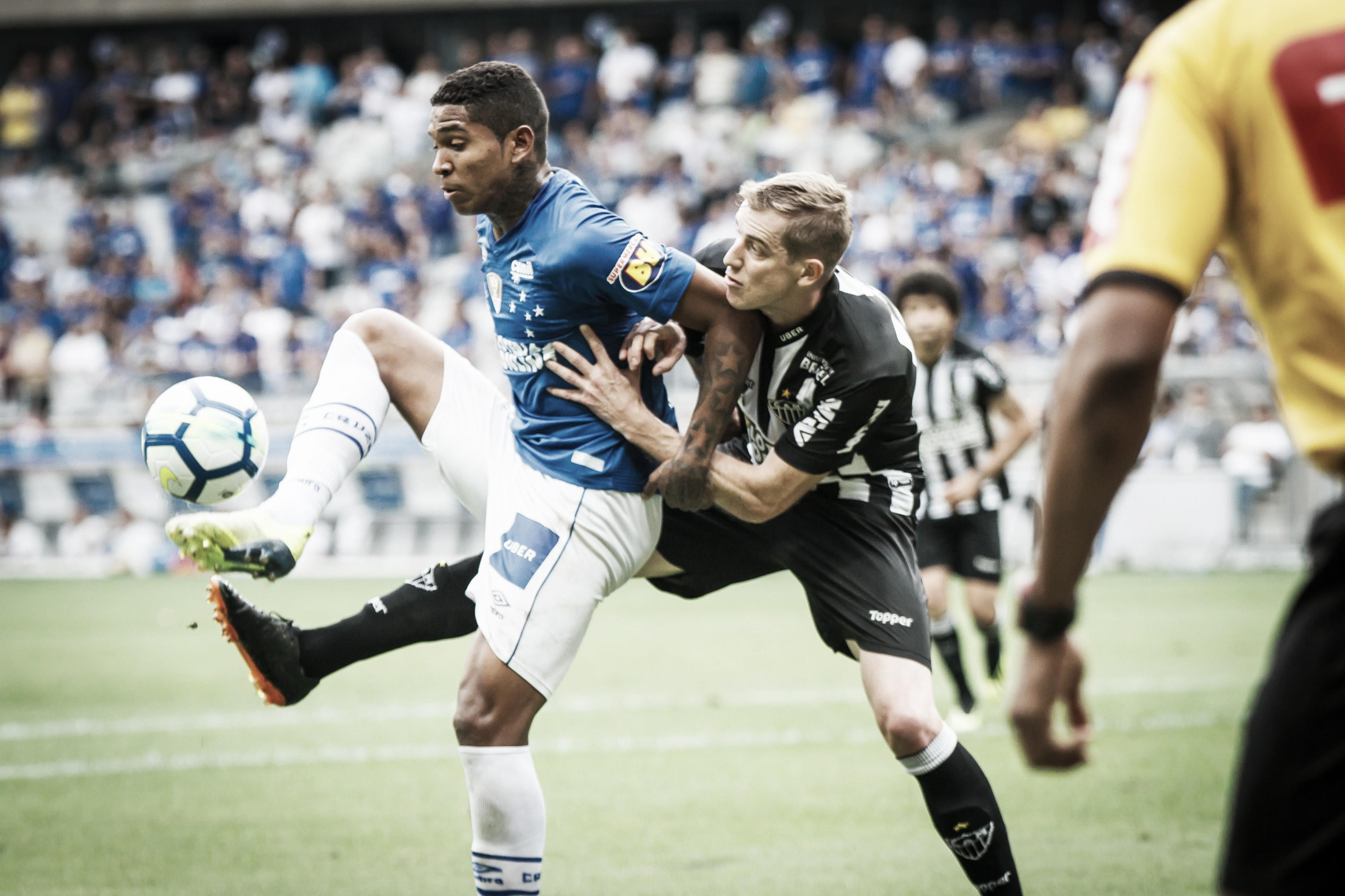 Em jogo travado, Cruzeiro e Atlético-MG empatam sem gols no Mineirão