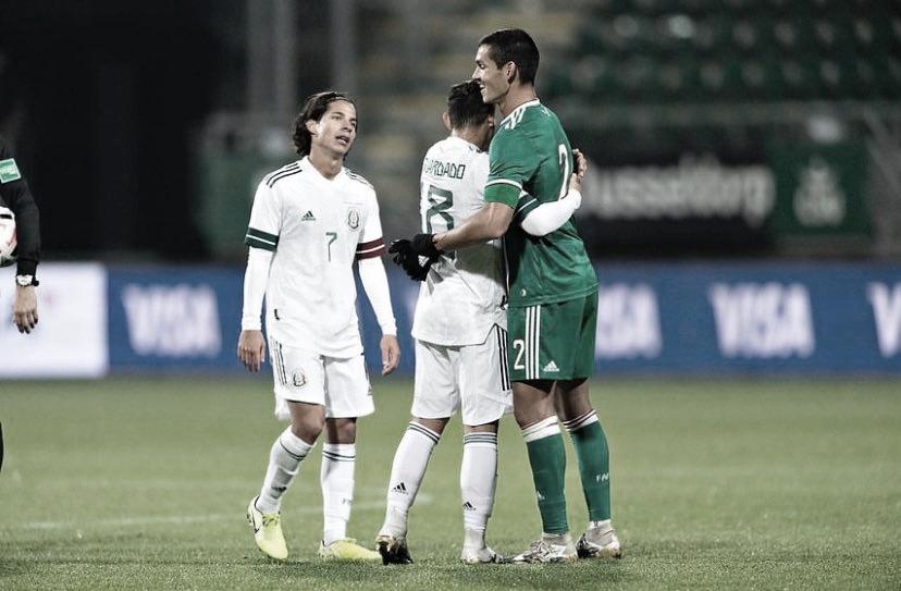 Mandi, Guardado y Lainez en el último México-Argelia - Fotografía: @AGuardado18