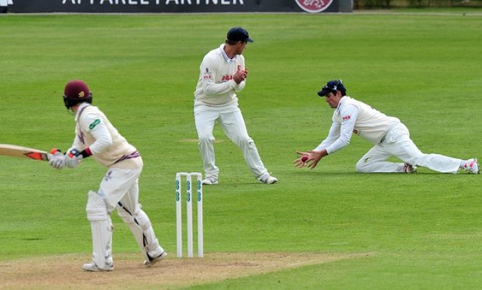 Alastair Cook shines as Essex enjoy best of opening day against Somerset