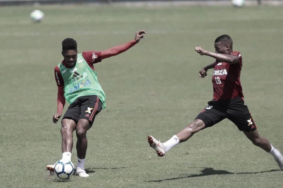 Vitinho sente lesão na coxa e vira preocupação para Dorival no Flamengo