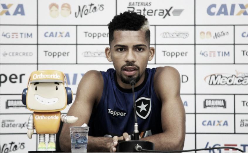 """Matheus Fernandes pede atenção ao Botafogo para duelo contra Ceará: """"É um divisor de águas''"""