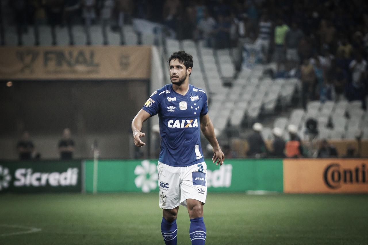 Zagueiro Léo renova contrato com o Cruzeiro por mais dois anos