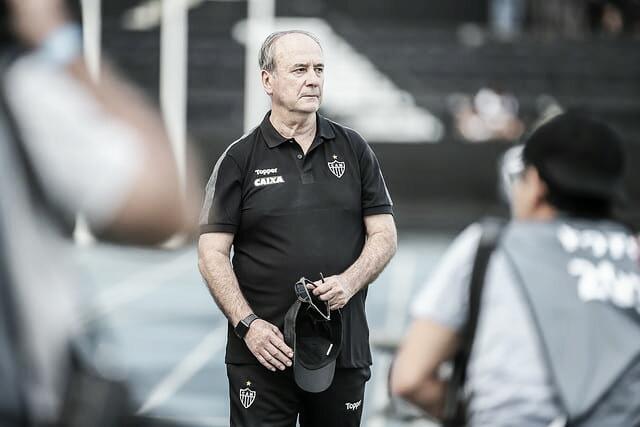 """Surpreso com derrota na estreia, Levir já projeta próxima temporada do Atlético-MG: """"É meu maior trunfo"""""""