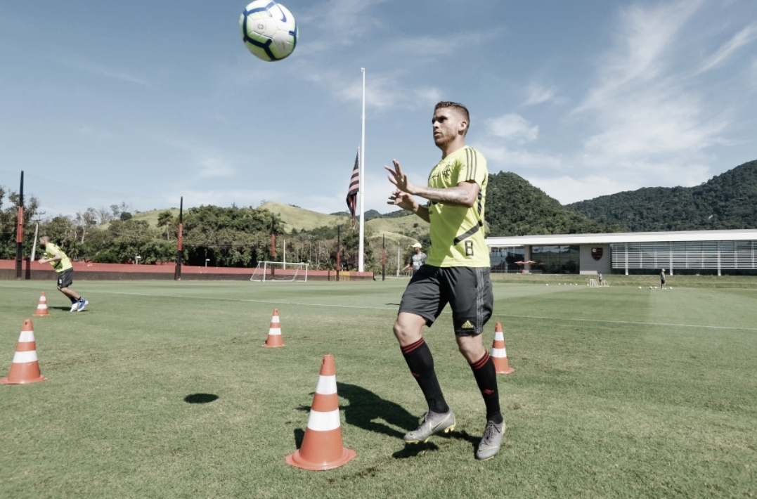 Cuéllar nega ter recebido propostas para sair do Flamengo e projeta próximos confrontos
