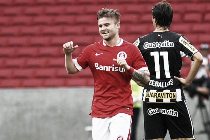 Santos acerta a contratação do atacante Eduardo Sasha, do Inter