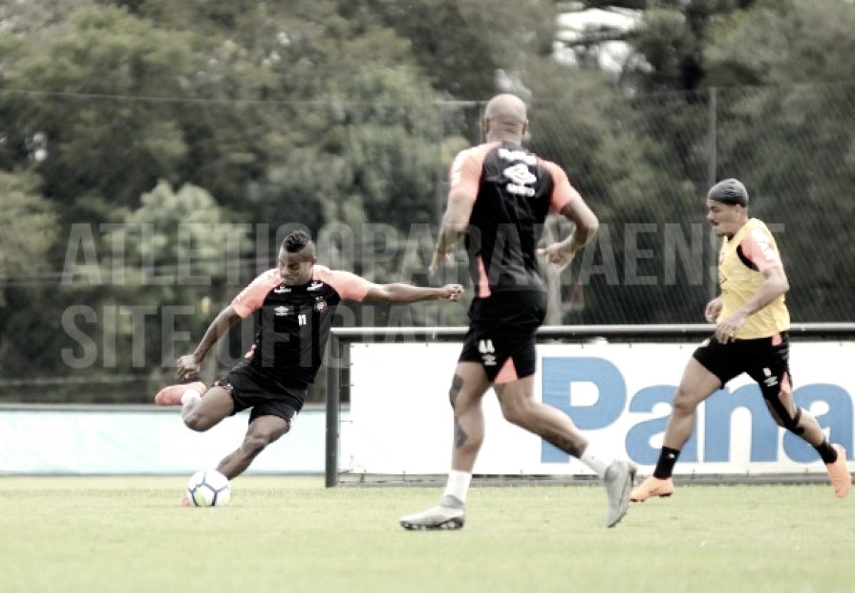 Com objetivos diferentes, elencos do Atlético-PR retomam preparação
